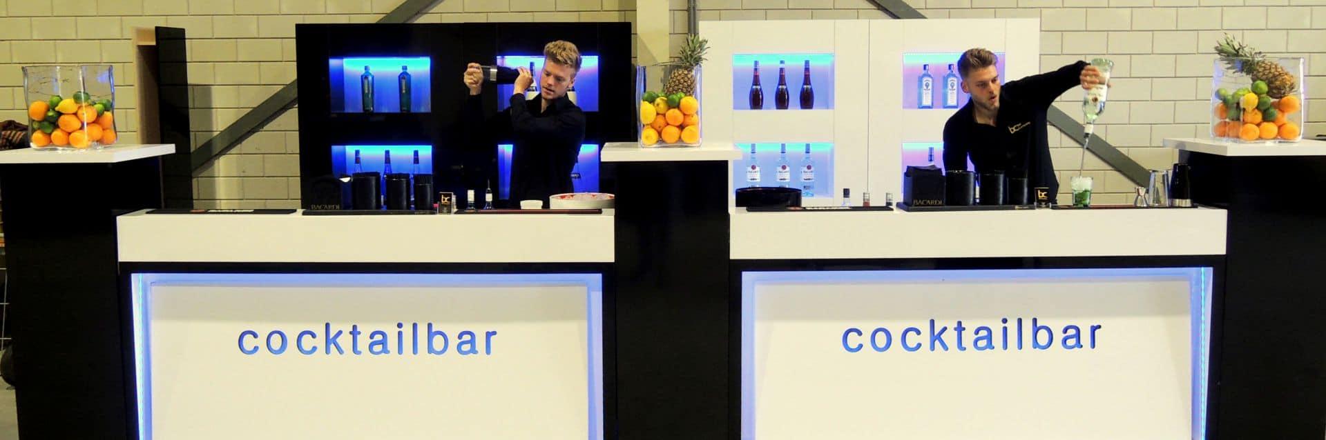 Een Mobiele Cocktailbar Met Cocktailshaker Inhuren Op Jouw Feest
